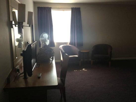 Premier Inn Blackpool (Beach) Hotel: Living area
