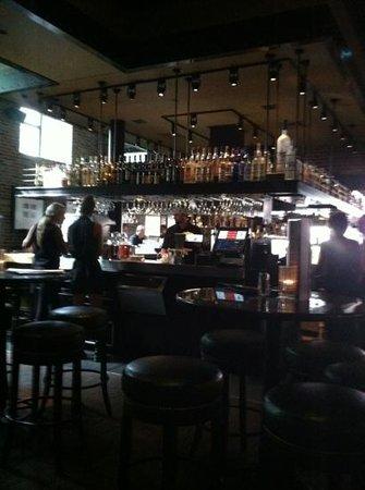 Henry's 12th Street Tavern: Happy Hour