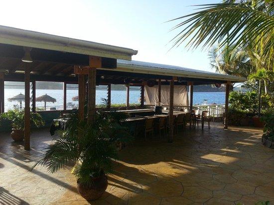 Lindbergh Bay Hotel and Villas: Restaurant bar & breakfast area