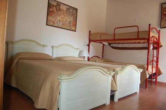 B&B Villa Blu Frascati: camera quadrupla