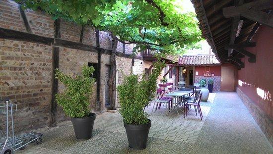 Hotel Le Griffon d'Or : Frühstück im Innenhof