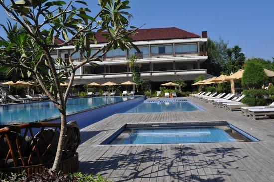 Hotel Ombak Sunset: piscina