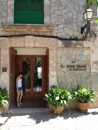 إس بيتي هوتل باولو فالديموسا: Entrance