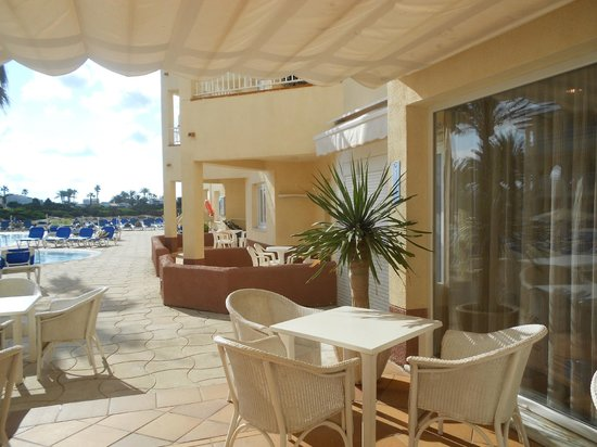 Grupotel Tamariscos: Our balconies next to the pool