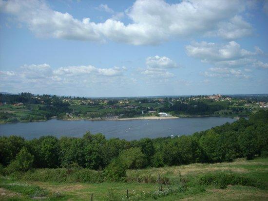 Le Domanial : vue sur le lac de villerest
