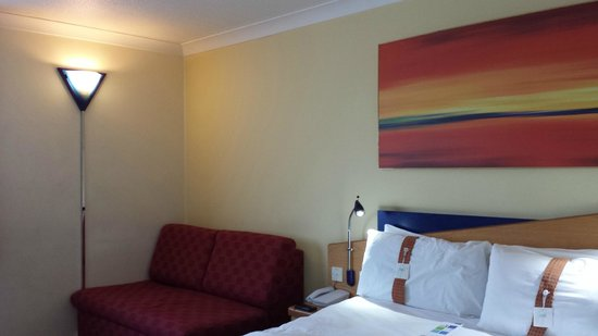Holiday Inn Express London - Greenwich: Bed with pillow choice