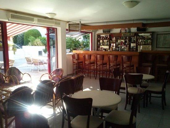 Sunny View Hotel: Sala colazione/cena - Ingresso albergo