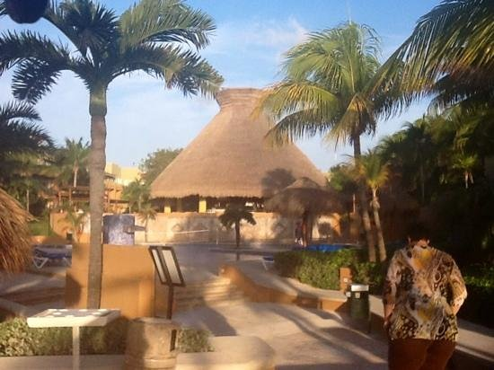 Piscina e bar picture of viva wyndham azteca playa del - Piscina playa ...