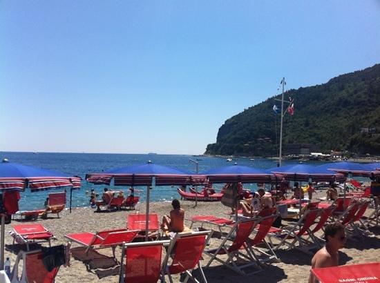 Bagni Ondina Noli - la piacevole spiaggia di sabbia - Picture of ...