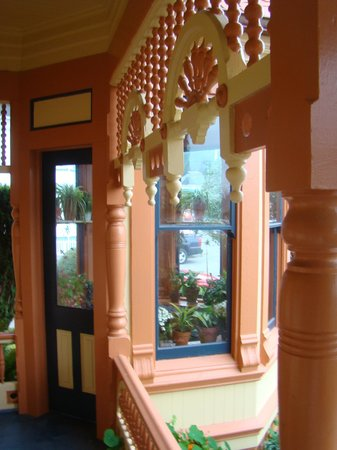The Gingerbread Mansion Inn: the porch