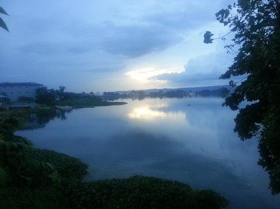 Restaurant La Villa del Chef : view of the lake in the evening