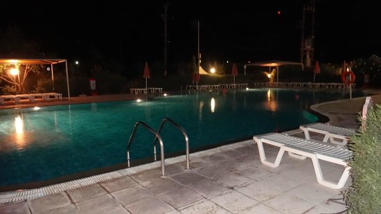 Sunny View Hotel: Piscina notte