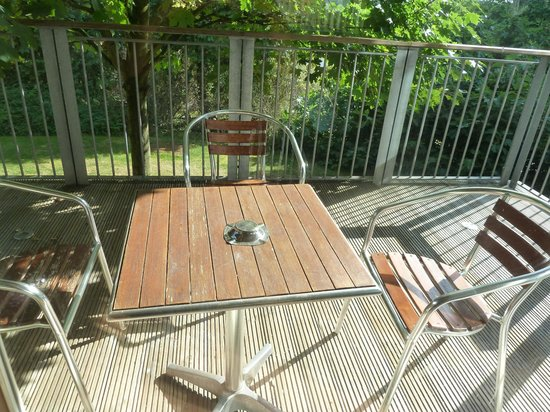 Best Western Plus Oaklands Hotel: Private patio - stairs leading down to a secluded garden.