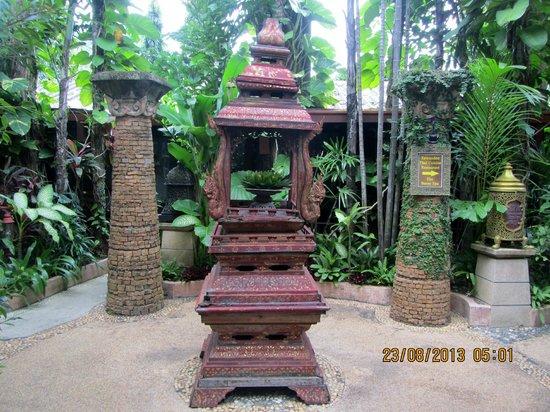 Sawasdee Village: Hotel grounds