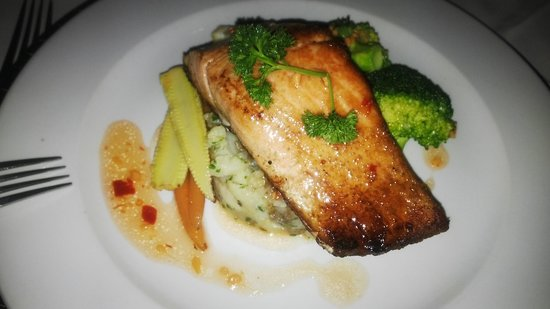 Royal Legend Safari Lodge & Spa: A quick dinner of Norwegian salmon