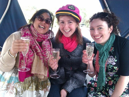 Bowness-on-Windermere, UK: cheers to the hen!