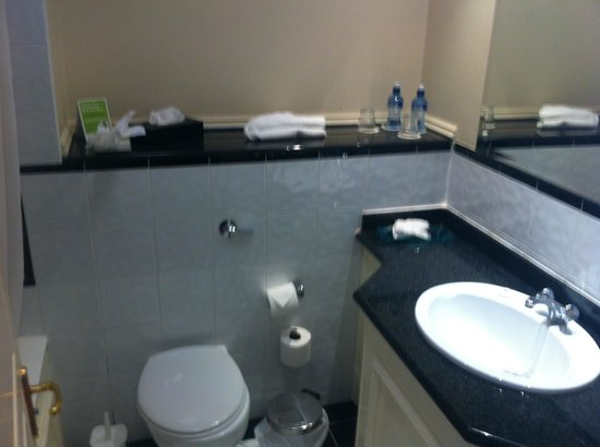 The Landmark Hotel : Bathroom