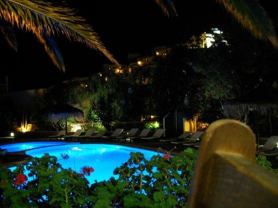 Hotel Mediterraneo: Vista notturna sulla piscina