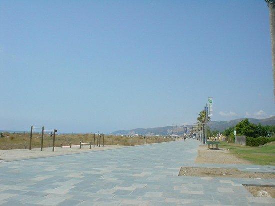Hotel Ciudad de Castelldefels: The beach