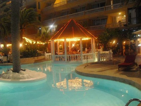 Club Puerto Atlantico : fra balkong og ned mot basseng/spise stedet