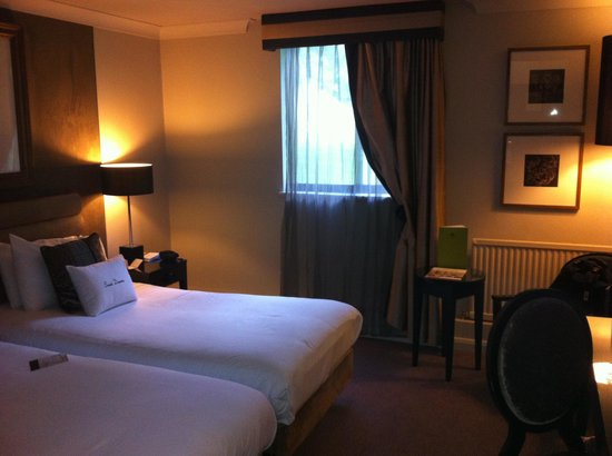 DoubleTree by Hilton Dundee: Bedroom