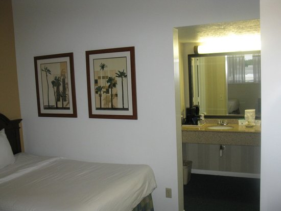 Best Western Port St. Lucie: part bed and sink areas