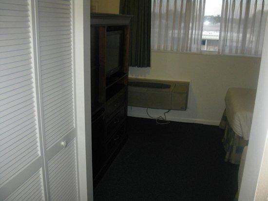 Best Western Port St. Lucie : Bedroom side of entertainennt center