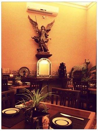 Hotel Casa San Angel: restaurante tambien lleno de detalles