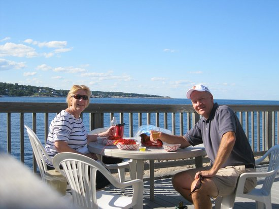Bearskin Neck Motor Lodge: BYO (bring your own) lobsters, drinks, and enjoy the view!