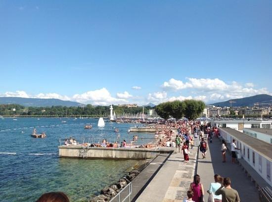 Bains des Paquis: The beach on the lake Geneva