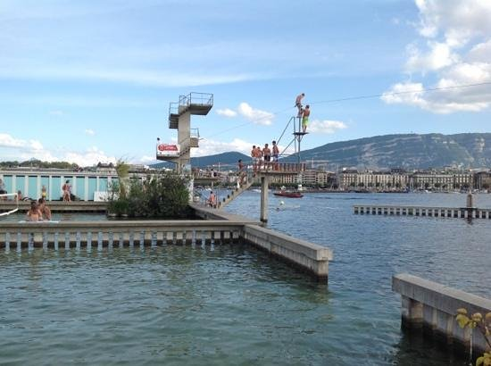 Bains des Paquis: The beach on the lake Geneva