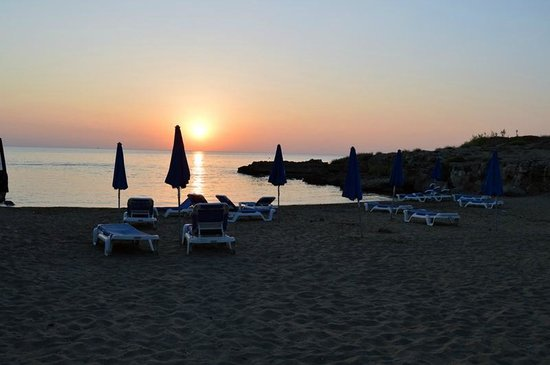 Louis Althea Beach Hotel: Beach at the hotel, early morning (06:20)