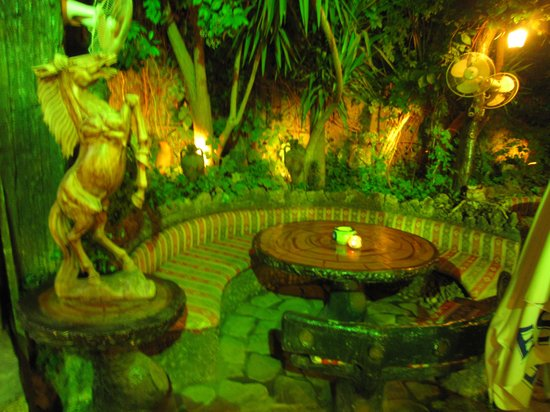 Pasakoy Bar & Restaurant: The beautiful seating area for drinking and smoking hubba bubba pipes