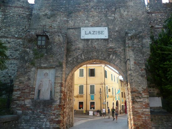 Camping Du Parc: The walled town of Lasize