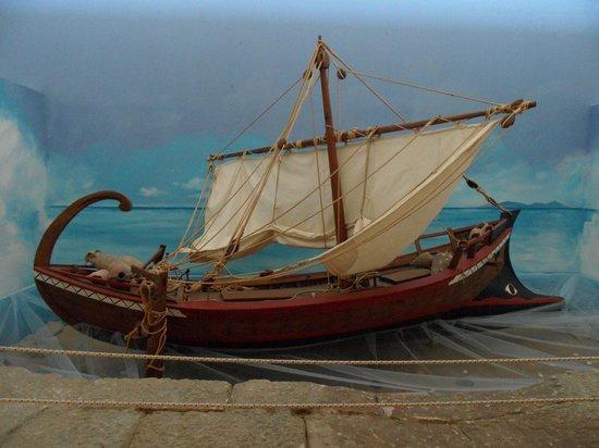 Izmir Museum of History and Art: Museo della ceramica: Diorama con imbrcazione greca