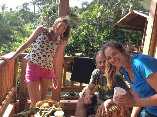 Bamboo Inn on Hana Bay: Breakfast in the balcony