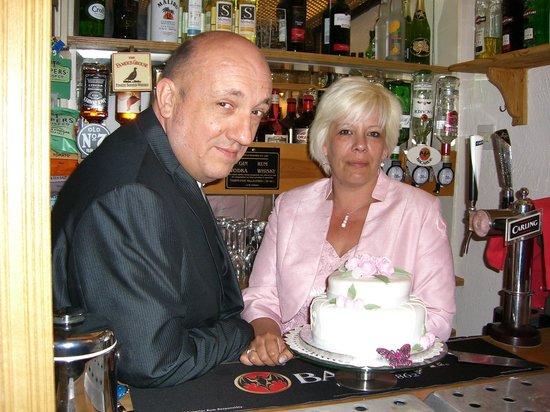 Broadfield Hotel: Cutting of Cake - Bar