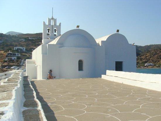 Panagia Chrissopigi: η πίσω όψη του μοναστηριού