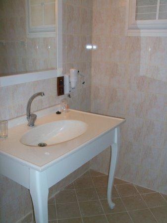 Palm Garden: Bathroom