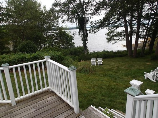 Harpswell Inn: The view from the private Captain's Quarters deck