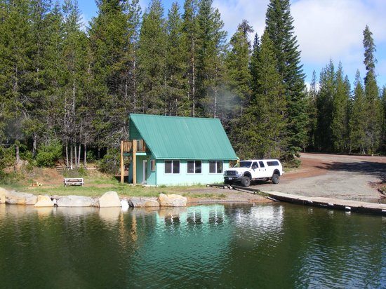 "Lemolo Lake Resort : The ""boathouse"" we rented for the week."
