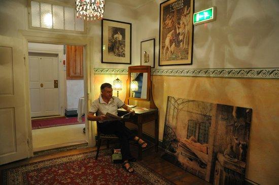 Petite Hotel Orphee : Un salottino per riposare