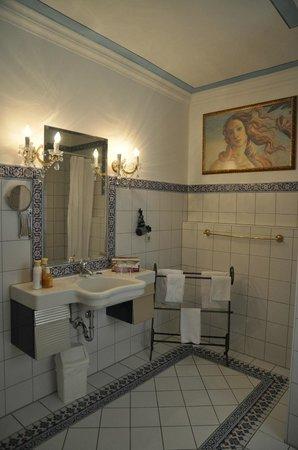 Petite Hotel Orphee : Bagno