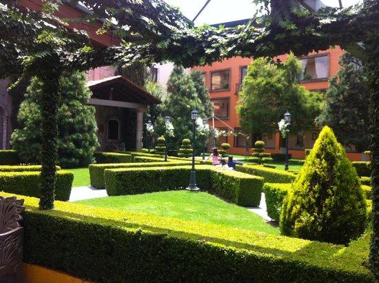 Foto de Quinta Del Rey Hotel, Toluca: Jardín central ...