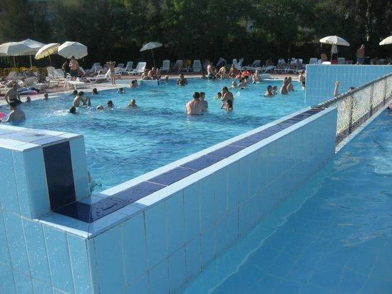 Isamar Holiday Village: una delle piscine