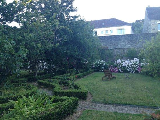 La Maison Duchevreuil: Jardin