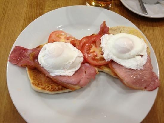 Cafe Artysans: Breakfast Muffin