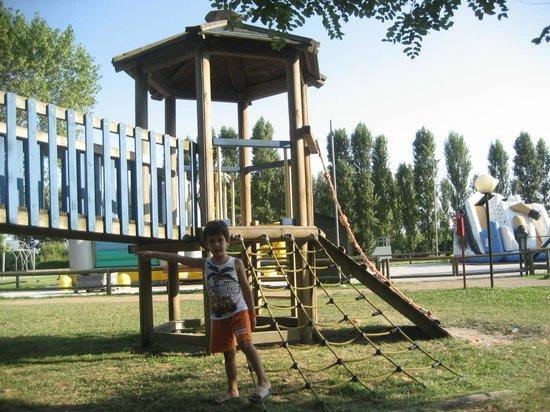 Isamar Holiday Village: i giochi all'aperto