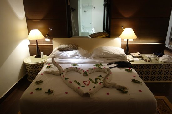 Steigenberger Makadi Hotel: A lovely bed decoration to celebrate our honeymoon