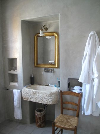 Hotel Signum: bathroom 2nd room